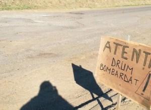 atentie, drum bombardat la Botosani