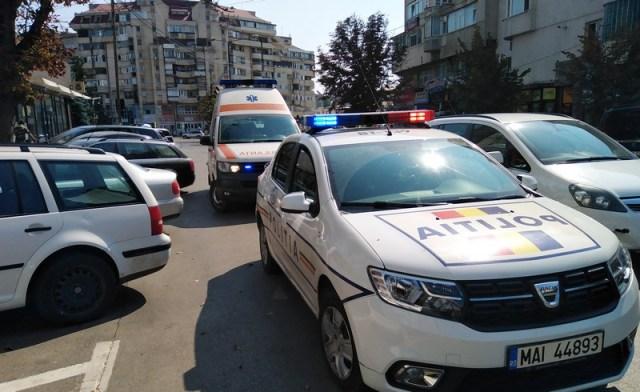 Politie si ambulana pe strada Marchian din Botosani