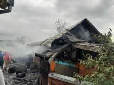 casa distrusa de un incendiu la Saveni- Botosani (5)