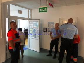 stiri, botosani, politie pe holul spitalului din Botosani (4)