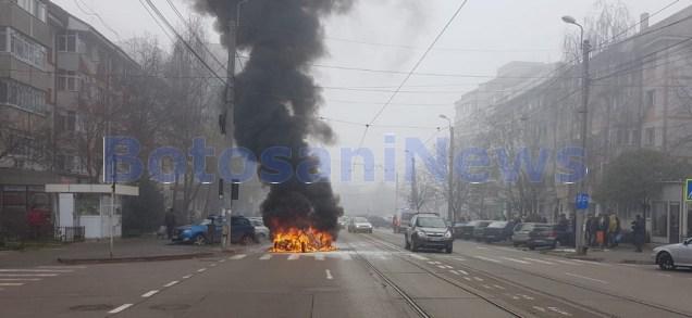 incendiu masina pe strada Ion Pillat Botosani (1)