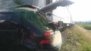 stiri, masina lovita de tren, accident feroviar (3)