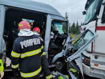 accident microbuz, camion (2)