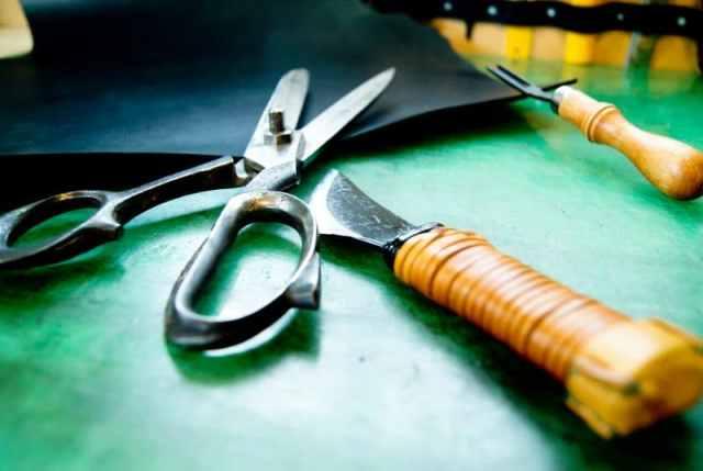革を切る道具