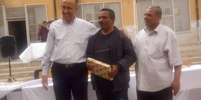 حفل بمتوسطة سيدي ثامر لتكريم التلاميذ النجباء و الموظفين المتقاعدين