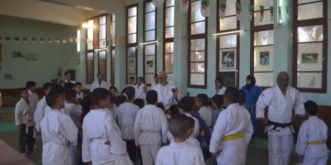 الحكم والمدرب العالمي لعواد عبد الحميد يشرف على عدة نشاطات رياضية لنادي الهواة الجودو ببوسعادة