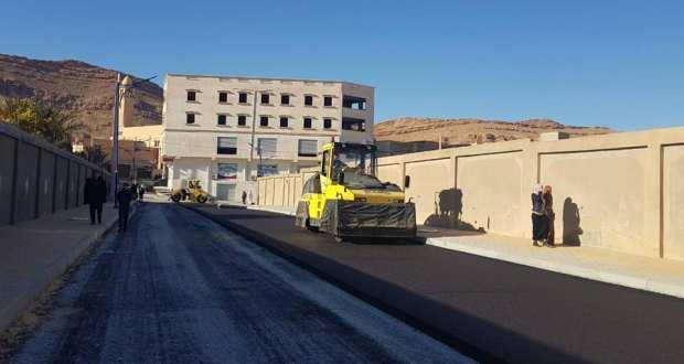 فتح طريق متوسطة موسى بن نصير وتركيب الانارة العمومية و تزفيت الشارع
