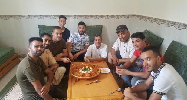 بمناسبة نجاح هنى عمر لاعب اواسط امل بوسعادة وليمة (شخشوخة ) على شرف مدربي اصناف أمل بوسعادة