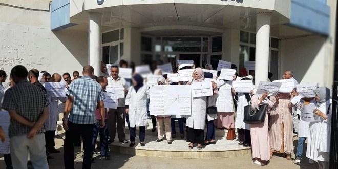 وقفة إحتجاجية لأطباء وشبه طبيي المؤسسة العمومية للصحة الجوارية (بوسعادة) بمسيلة