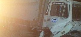 حادث مرور مميت في اصطدام بين شاحنتين خلف وفاة رجل