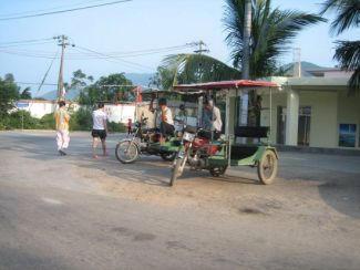 Voilà le moyen de transport idéal sur l'île de hainan ... lieu de vacances idyllique en Chine ...