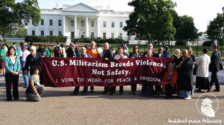 manifestation bouddhiste devant la Maison Blanche