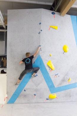 Crimp it heißt es im ersten Trainings-Circuit-Boulder der Herren