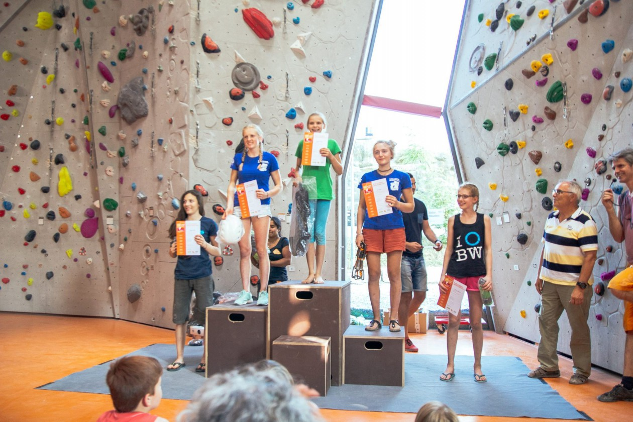 Afra vom Athletenteam war mit den Boulderwelt Youngsters in Gilching auf dem Oberlandcup unterwegs