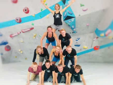 Trainer Christoph macht Acrobatik