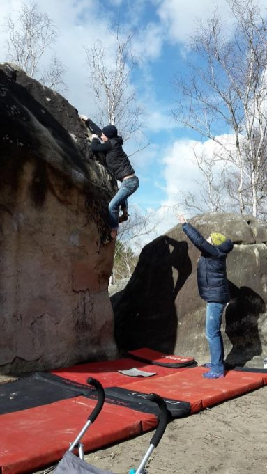 2019-Boulderwelt-Athletenteam-Ausfahrt-Bouldern-Klettern-Felsen-Fontainebleau (15)