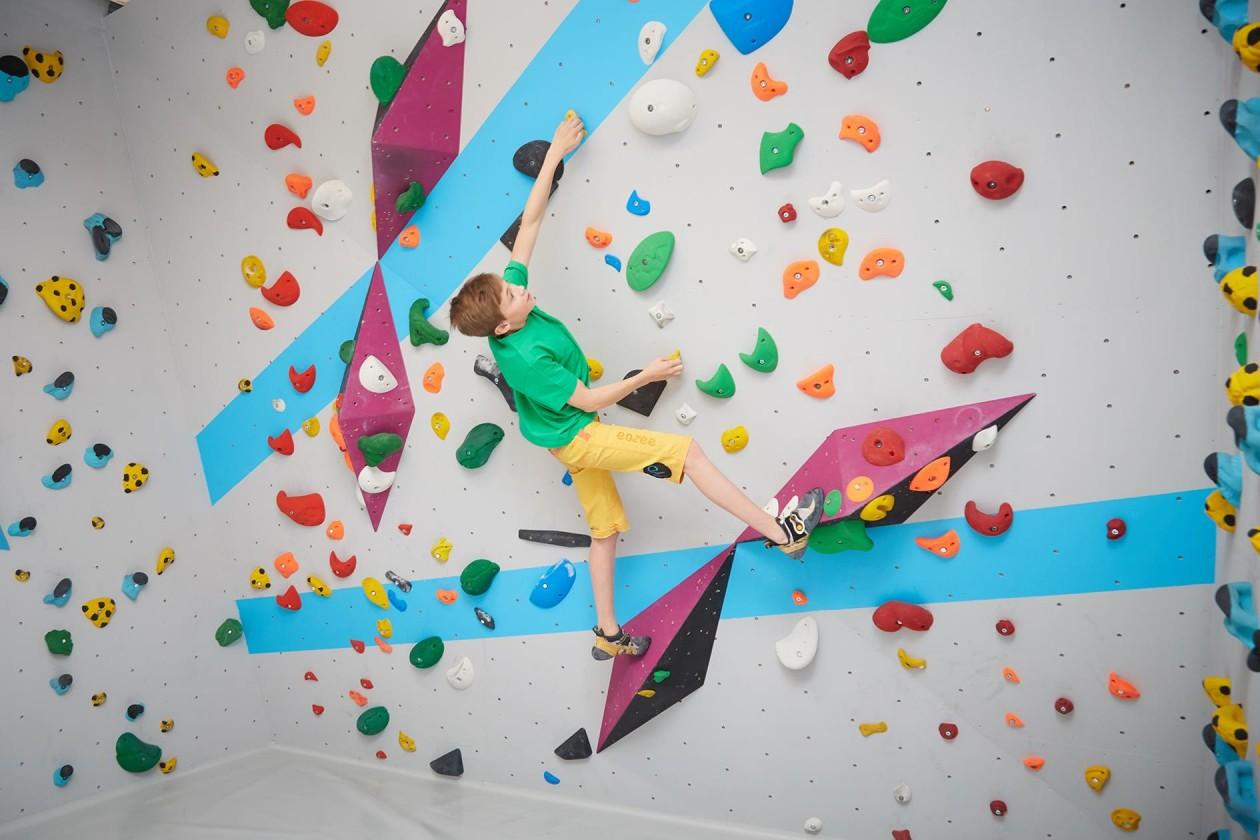 Bouldern und Klettern für starke Kinder in der Kinderwelt der Boulderwelt Dortmund