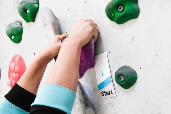 So sehen Griffkarten des Boulderwelt Einsteiger-Parcours aus