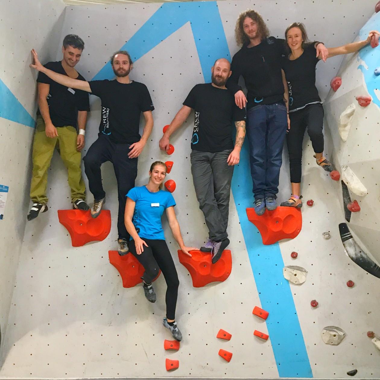 An insgesamt 11 Technikstationen zu 5 Themenbereichen konnten die Teilnehmer zusammen mit unserer Coaching Crew an ihren Boulderskills tüfteln.