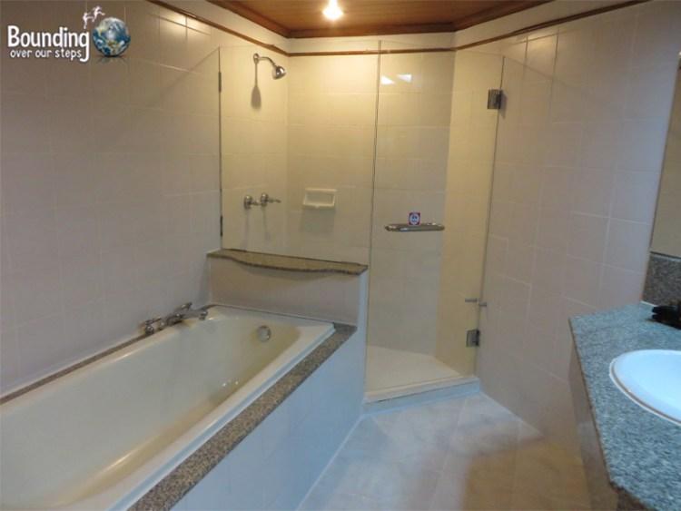 Centara Duangtawan - Bathroom