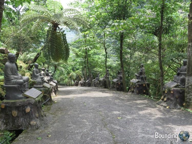Finding Shifen Falls - Taiwan - Statues