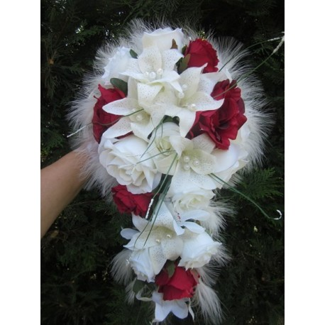 Bouquet De Marie Tombant Avec Des Lys Des Roses Et Des