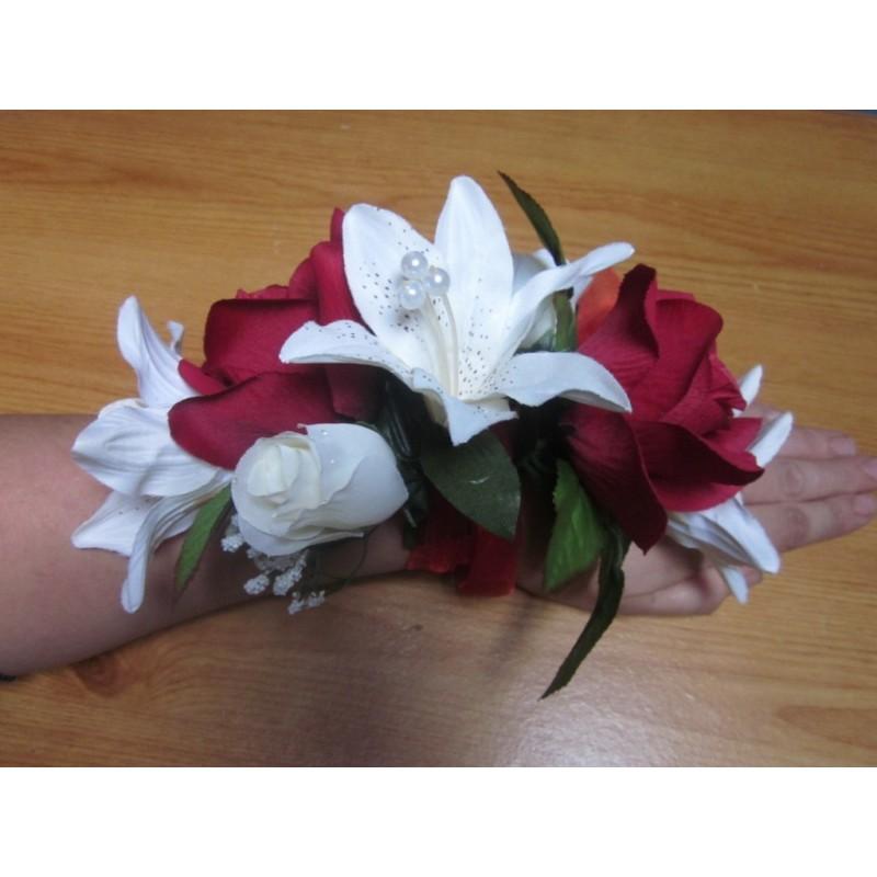 Bracelet De Fleurs Pour Mariage Fait Avec Des Roses Lys