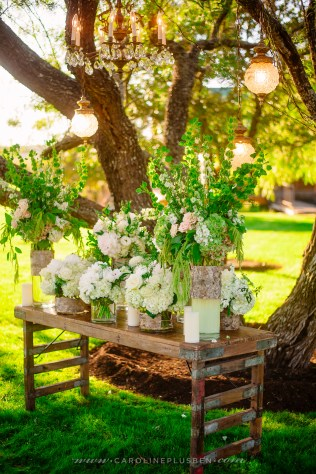 Lush, altar table for the ceremony.