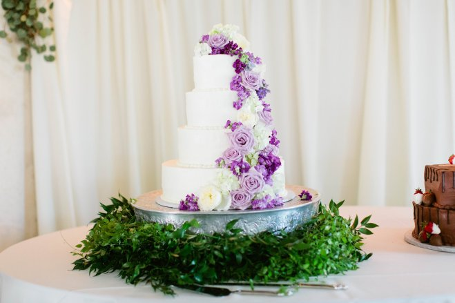 Cascading cake flowers in shades of purples