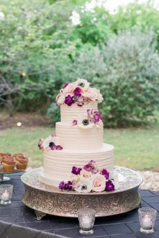 Fresh flowers for wedding cake.