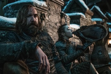 Arya and the Hound drinking.