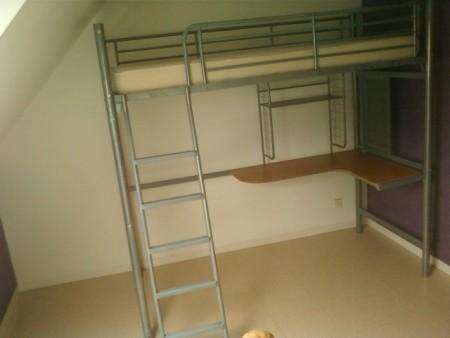 lit mezzanine en metal laque avec
