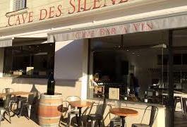 Bar à vins « Cave des Silènes »  (à 77 kms)