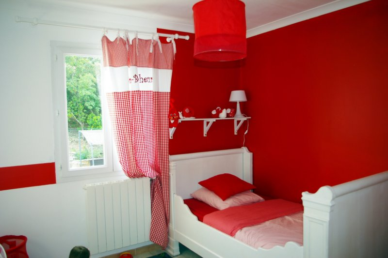 deco chambre fille rouge