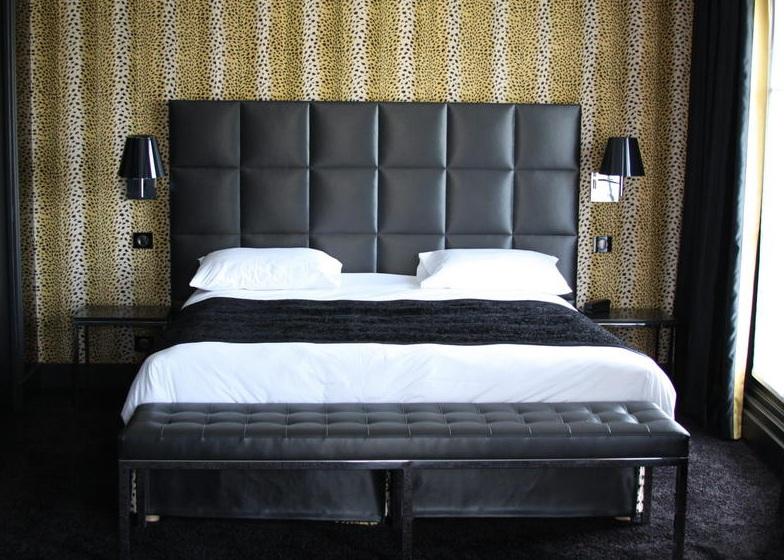 bout de lit avec coussin
