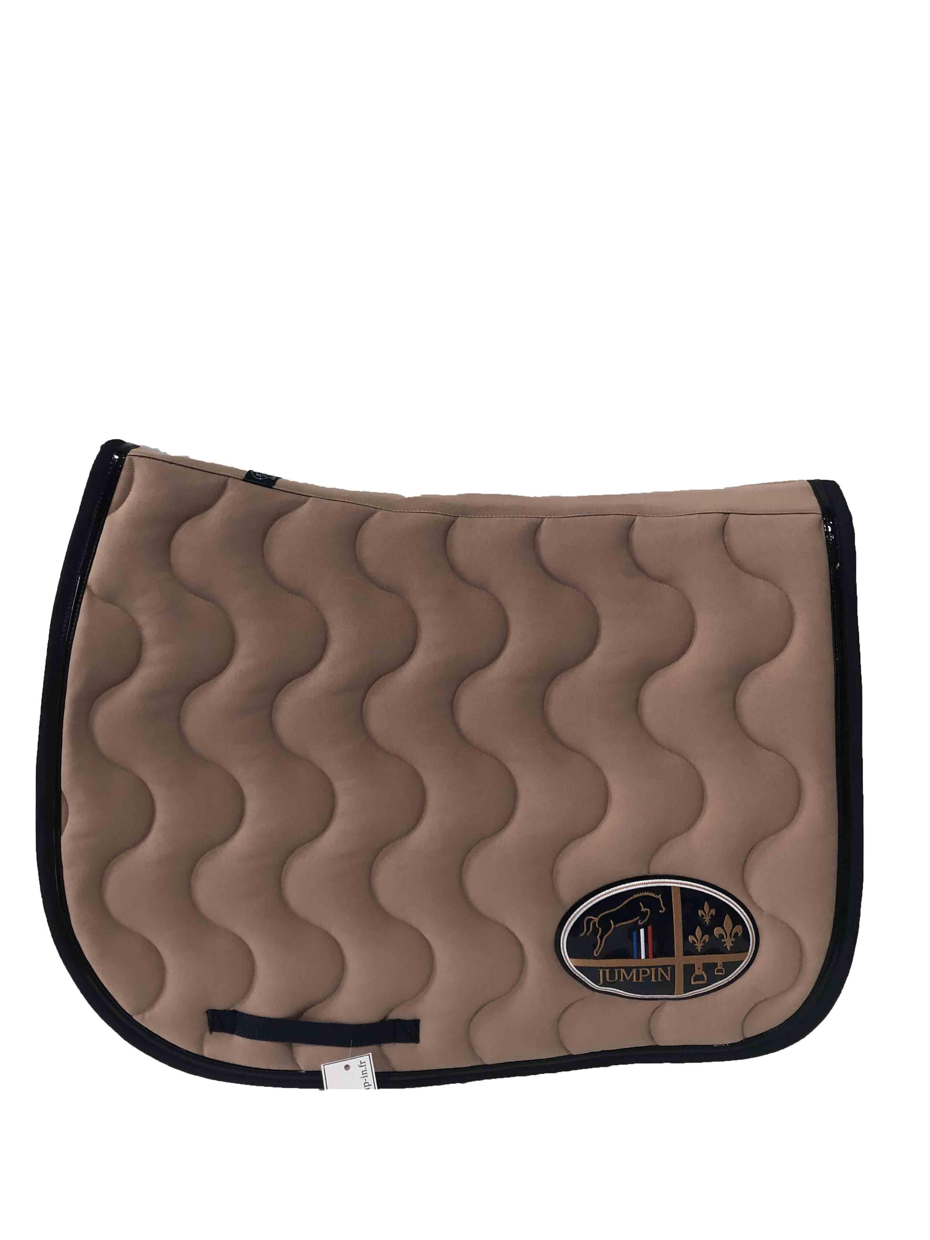 tapis de selle beige noir vernis bleu marine jump in boutique equitation