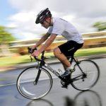 Yiyuan Casque de Vélo Cyclisme avec Visière et LED Casque VTT, 19 Évents Reniflard de sécurité pour Adulte Hommes