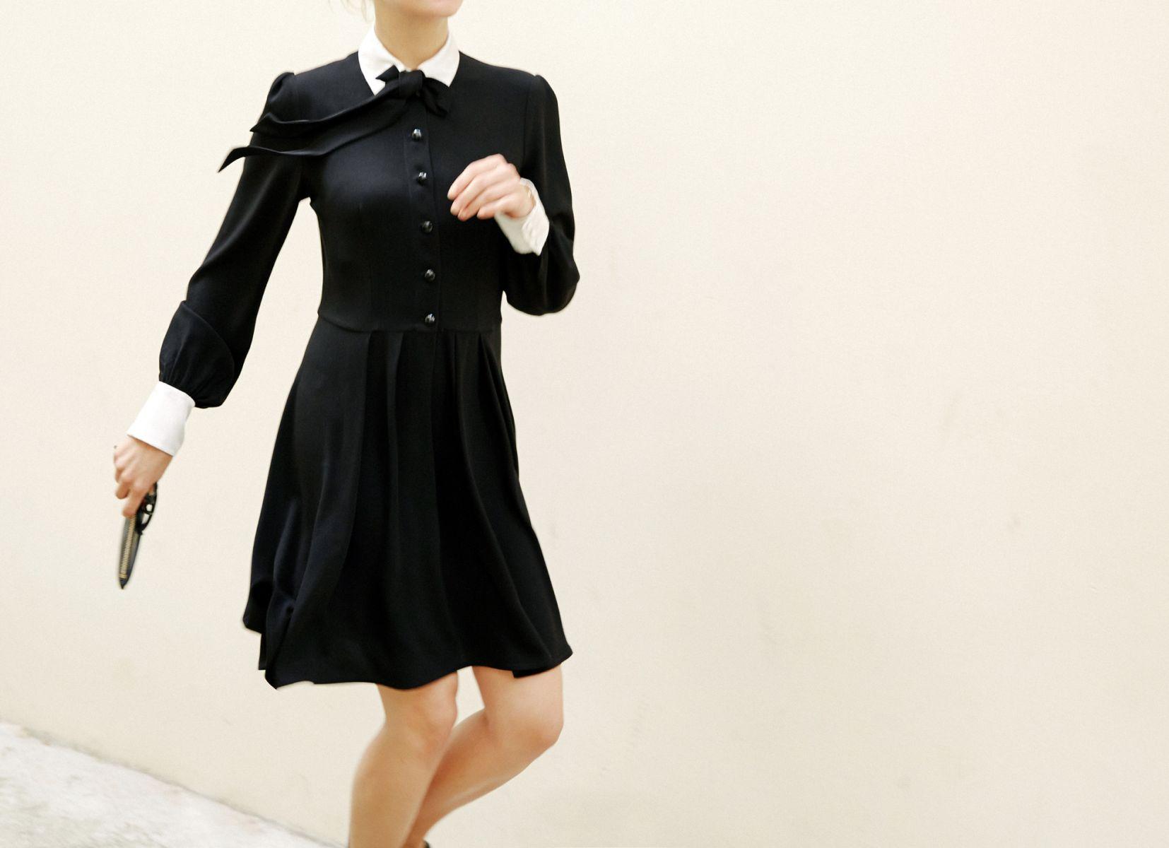 Look Robe Noire Classique Guide Boutiques De Mode