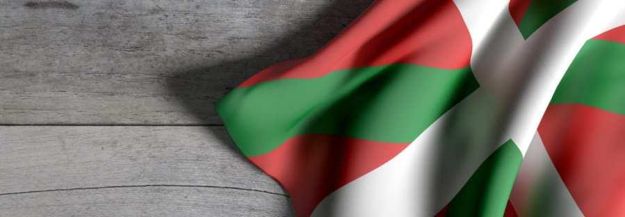 Baskische Flagge auf Holzhintergrund