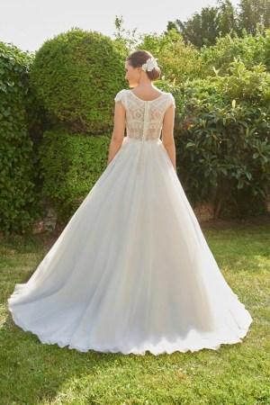 robe de mariée en tulle et dentelle perlée, bustier en transparence avec dos boutonné