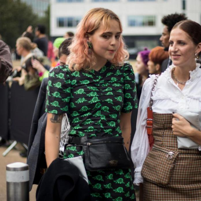 γυναίκες με φορέματα στην εβδομάδα μόδας