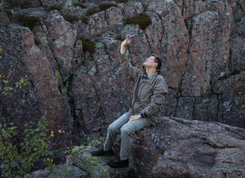 Visst kan man unna sig en selfie när man kommit till Slåttdalsskrevan. Vandringen dit kan vara krävande.