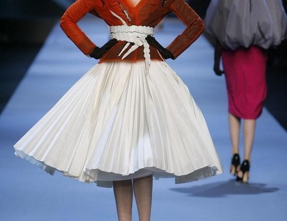 Défilé de mode Haute Couture Printemps Ete 2011. Christian Dior. lib. Marineau