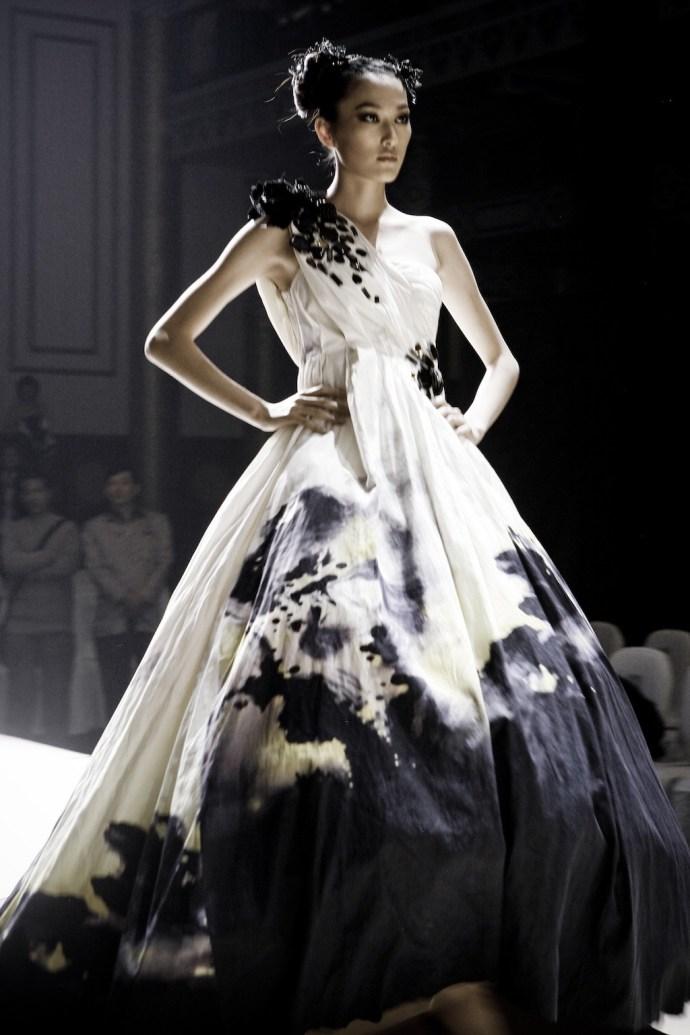 robe blanche encre noire