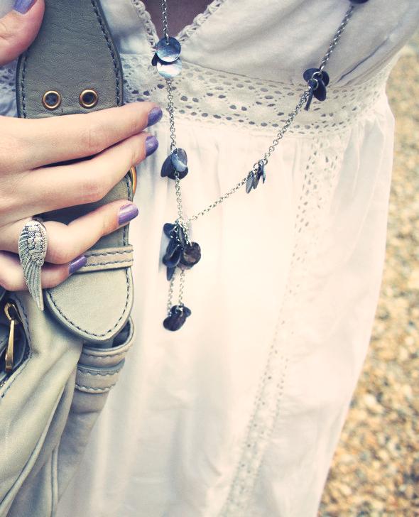 une simple robe longue blanche