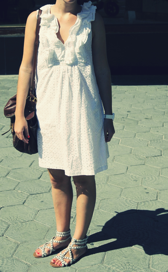 robe blanche en broderie anglaise