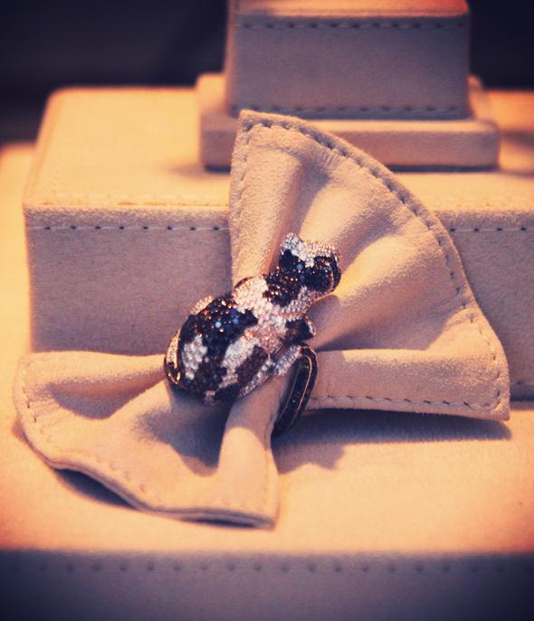 bague diamants noirs et blancs