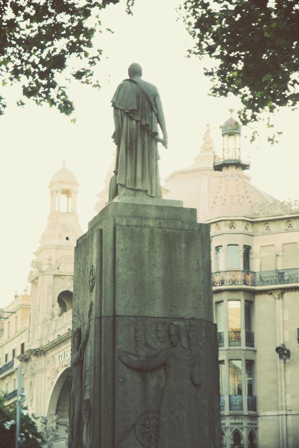 statue barcelone passeig de gracia
