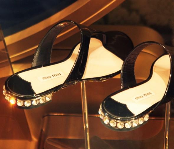 sandales tongs luxe miu miu