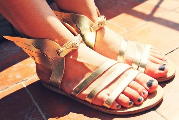 sandales ailees dorees